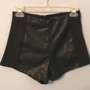 Pants - Black shorts